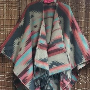 AMERICAN EAGLE OUTFITTERS (poncho)